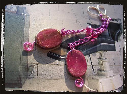 orecchini con catena e madreperlafucsia