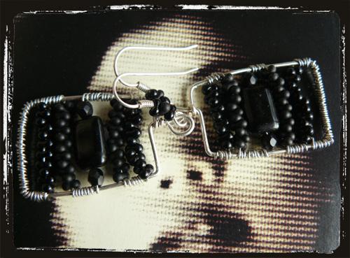 black wireearrings