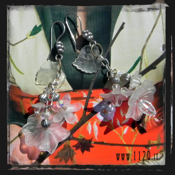 LFLUCI-orecchini-bianchi-fiori-argento-white-lucite-flowers-silver-earrings-1129